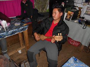 Dés qu'il le peut, Sonam joue de la Stouna