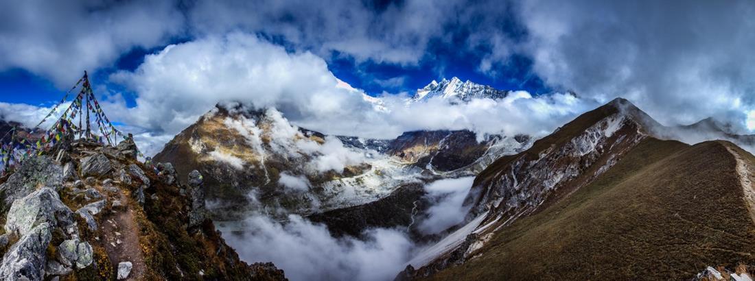 Vue sur le Langtang Lirung (7200m) depuis le sommet du Kyangjin Ri (4700m)