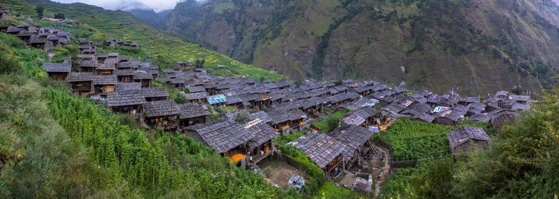 Vue sur Gatlang, le village le plus authentique du Tamang Heritage Trail